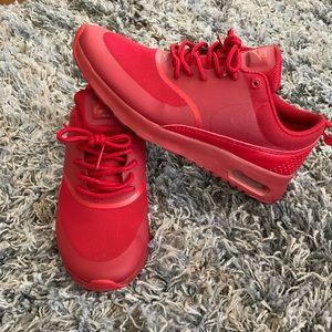 Red Nike Airmax Thea